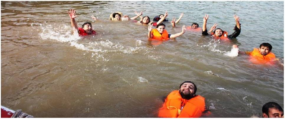 Short rafting with body surfing & cliff jump rishikesh